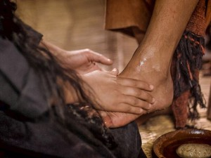 humble heart, surrendered heart, pouring out our most valuable possession onto Jesus feet